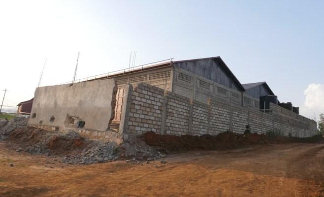 Igice cy'inyuma cy'Uruganda, Umujyi wa Kigali usobanuro ko nacyo cyubatse mu muhanda. (Photo/RRA)