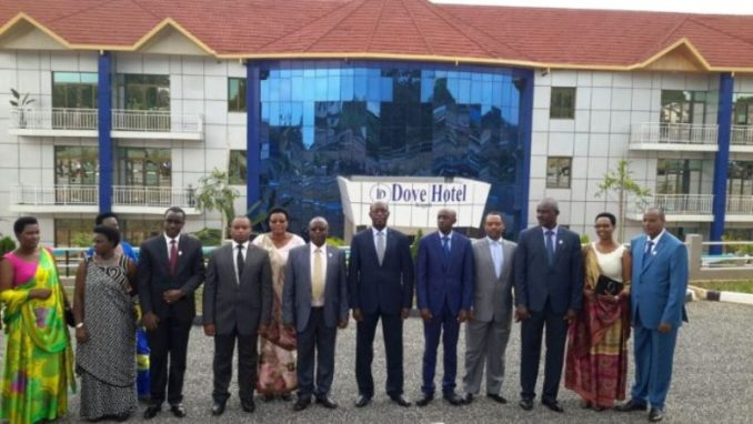 Minisitiri w'intebe, Anastase Murekezi aherekejwe na Minisitiri w'ubutegetsi bw'igihugu, Francis Kaboneka n'abayobozi batandukanye barimo n'aba ADEPR. (Photo/Courtesy)