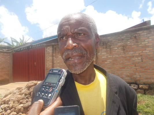Biziyaremye Théogѐne, umwe mu bajyanama b'ubuzima mu Murenge wa Mushishiro mu Karere ka Muhanga. Avuga ko Mituweli yumvikanye (Photo/Elias H.)