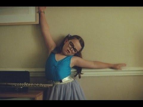 Balla, balla, petita ballarina i ven assegurances per la llar!