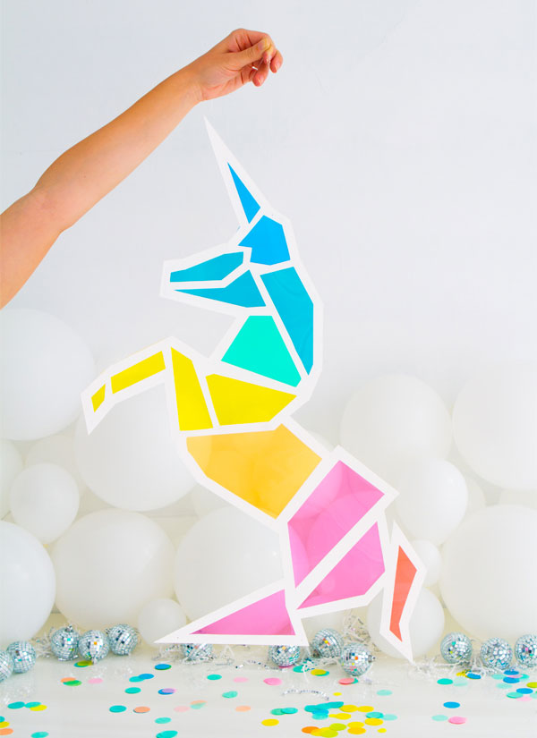 http://i2.wp.com/papercrave.com/wp-content/uploads/2016/06/diy-stained-glass-unicorn.jpg?resize=600%2C825