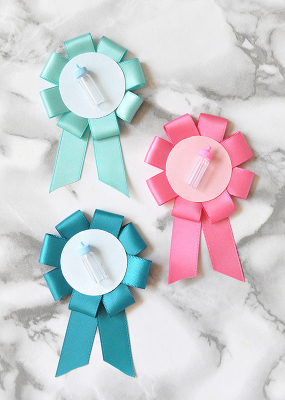 http://i2.wp.com/papercrave.com/wp-content/uploads/2016/08/diy-gender-reveal-baby-shower-pins.jpg?resize=570%2C800