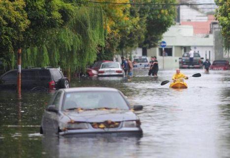 Cómo proceder con un auto inundado