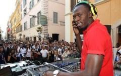 Vídeo: Bolt celebra tri olímpico em balada e cai no funk ao som de 'Baile de Favela'