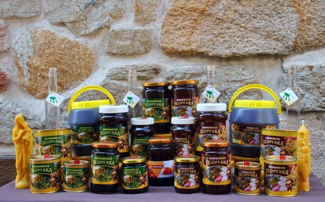 8 μέλι Γεωργάκα σε διάφορες συσκευασίες.