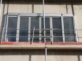 Grande porte-fenêtre de l'appartement témoin