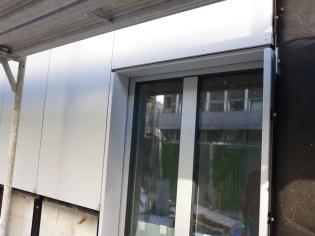 Continuité plaques sérigraphies et encadrement des fenêtres