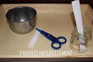 activité Montessori couper avec des ciseaux
