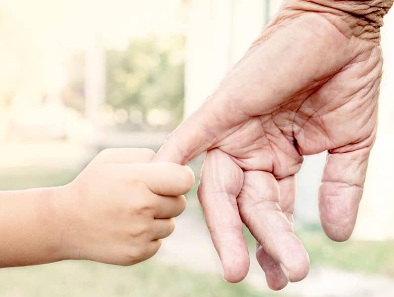 mains grand-maman