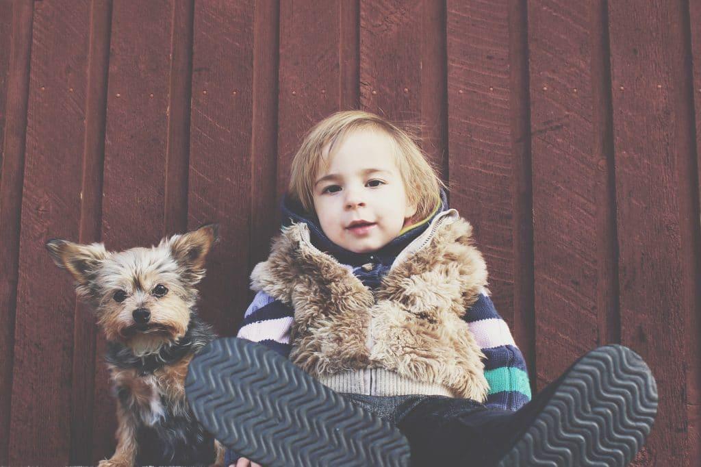 enfant simple chien