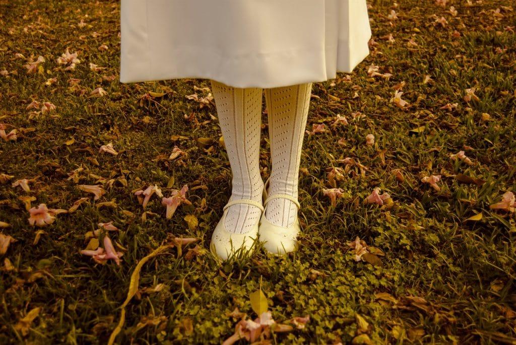 enfant automne pieds