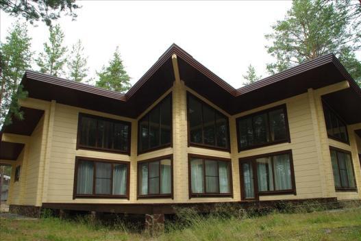 Современный дизайн дома из бруса