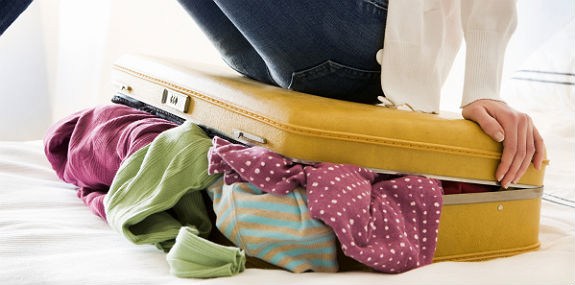 woman-with-luggage-31813-575hc