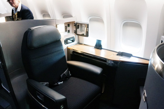 AMERICAN-AIRLINES-BOEING-777-First-Class