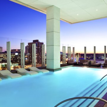 W-Atlanta-Downtown-pool