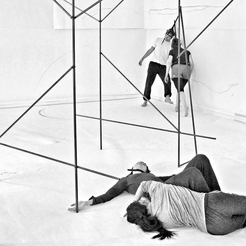 The artist Stella Geppert developed a performative artwork with the title «10 Scores for a Sculpture» based on her work «Hieroglyph Ceiling» from 2015/2016. It had its world premiere at 30th of August 2017 in the exhibition space of Haus am Lützowplatz which is the oldest art society of Berlin. These photos are from the final rehearsals. |Photo: Norbert Bayer