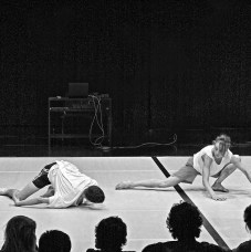 Berlin dance biennial «Tanznacht» which is happening again in 2017 scheduled its interim year event «Tanznacht-Forum» under the subtitle «unsettled landscape» at the off-space Tanzfabrik Berlin. |Photo: Norbert Bayer⠀