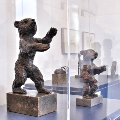 «Junger Bär» and «Berliner Bär» by Renée Sintentis (1888 - 1965) are bronze sculptures from 1932 and 1956. | Photo: Norbert Bayer