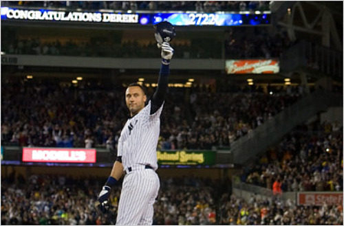 jeter_salutes_crowd