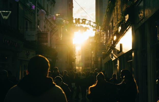 Light city street jonathan-formento-yELyAeG_LRY-unsplash
