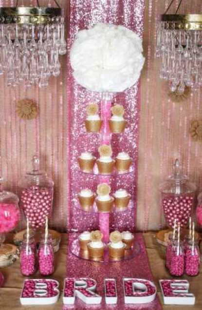 gold-cupcake-display