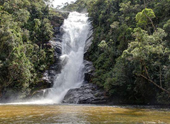 1024px-Cachoeira_Santo_Isidro_-_Parque_Nacional_da_Serra_da_Bocaina_01