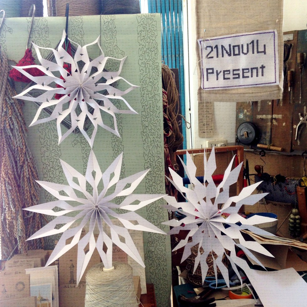 Morrison_Polkinghorne-Passementeries-How-to-make-a-Paper_Snowflake-3