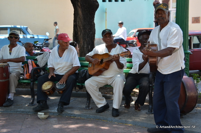 Musicians play to the tourists in Plaza Dolores