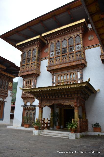 This building, open only to the Je Khenpo and the king, is the Machey Lhakhang. Machey means sacred embalmed body. Here is the body of Zhabdrung Ngaway Namgyal