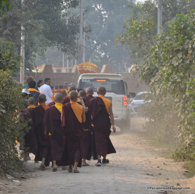 Walking through the town of Sarnath to the Stupa