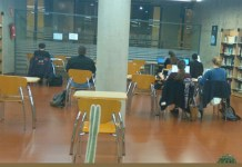 Estudiantes en la biblioteca de la Cova Gran