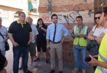 El Alcalde de Paterna, Juan Antonio Sagredo junto a la concejal de Infraestructuras, Núria Campos durante una reciente visita por el barrio con representantes de la Asociación de Vecinos de Campamento
