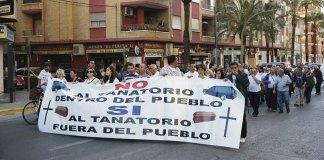 Una de las manifestaciones celebradas en 2012 otra la instalación de un tanatorio en el casco urbano