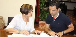 El alcalde de Paterna, Juan Antonio Sagredo, junto a María Antonio Moreno, Defensora del Vecino de Paterna