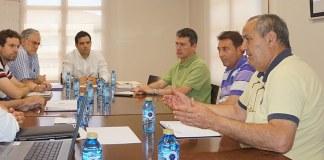 Instante de la reunión con FAVEPA por los pasos a nivel