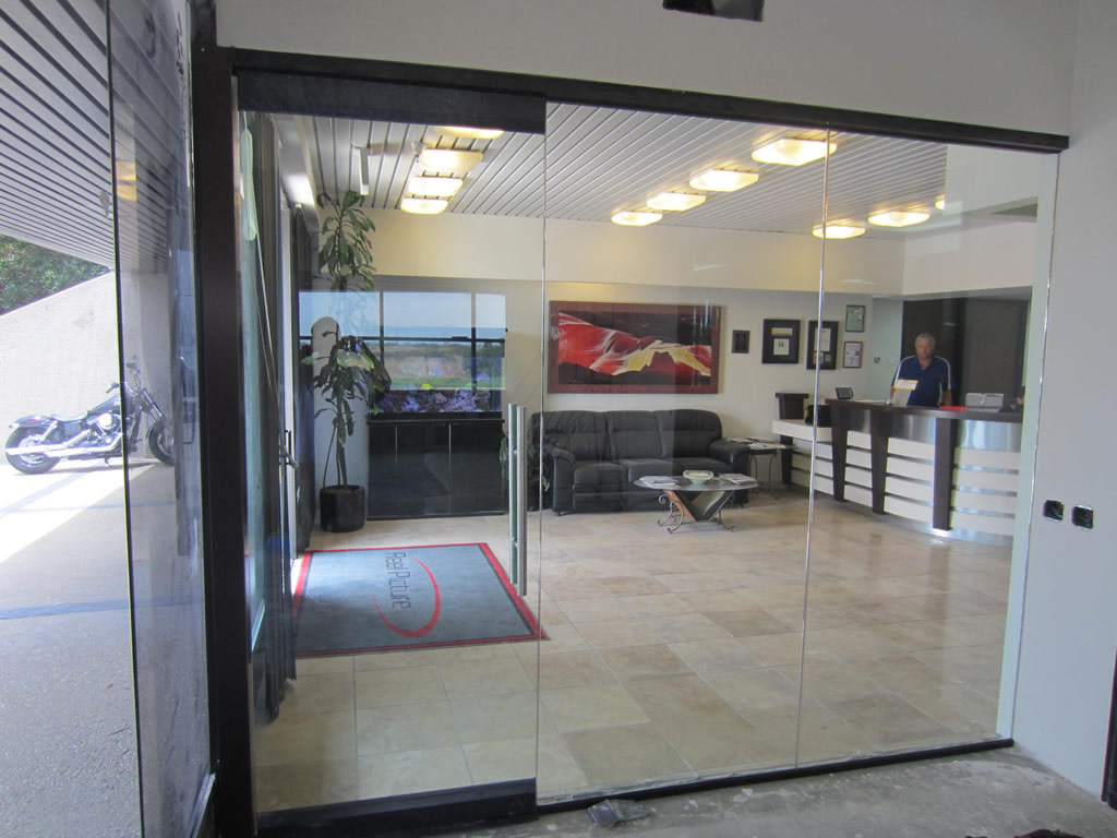 G Commercial Glass Door And Wall