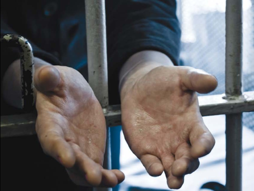 CMAJ Nov 2 2015 Federal Inmates Treated for Hep C Drop 29 Percent-1