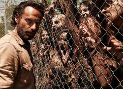 The Walking Dead The Complete Fourth Season Blu-ray and DVD main