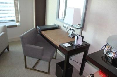 writing-desk-in-standard-room-hotel-arts-bacelona