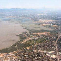 639px-East_Palo_Alto_PA_Airport_Moffett_Field_P1190059
