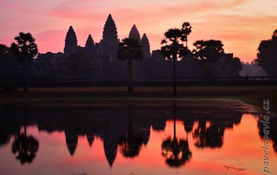 Pavel_a_Pavla_na_ceste_29_Angkor_Wat-D72_4726