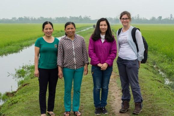 L'équipe de visite de ZEBUNET - http://paysansdavenir.com/portrait-dagricultrice-duong-thi-duoc-eleveuse-de-bovins/