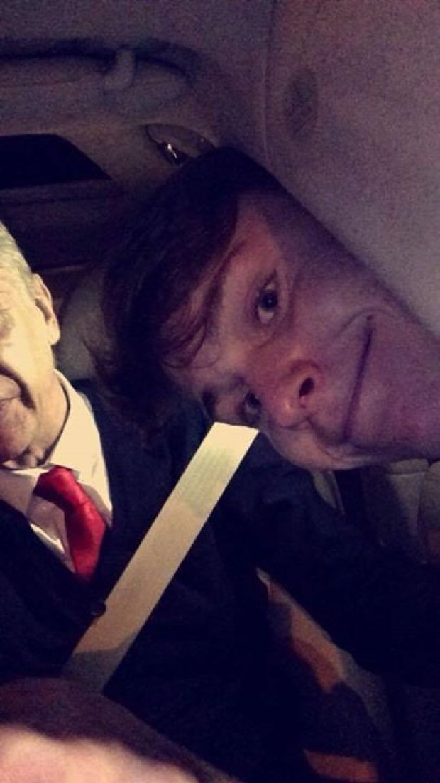 B NubXdIIAAGEfW Arsenal fan gets his head stuck in car window trying to get a Selfie with Arsene Wenger