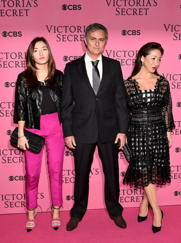B36ypKtIIAAgmuR Jose Mourinho goes to the Victoria Secret lingerie show before Chelsea v Spurs [Pictures]