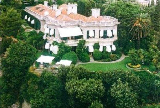 B9 p2zCIcAEPc0c Ex Chelsea & Everton striker Samuel Etoo buys an Italian villa thats cursed by Tutankhamun [Pictures]