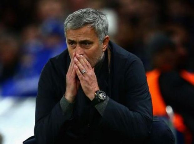 Roman Abramovich to hold emergency board meeting as he considers Jose Mourinho sacking [Mail]