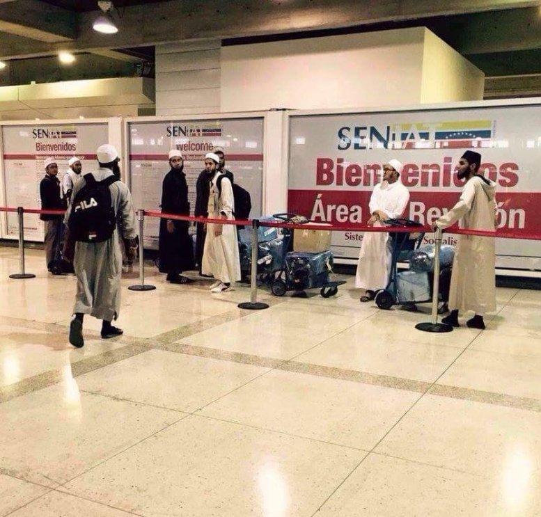 ¡Atentos! Los extraños personajes que están entrando a Venezuela por Maiquetía (Fotos)