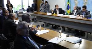 Ministro da Integração Nacional, Gilberto Occhi, participando de audiência pública promovida pela Comissão de Desenvolvimento Regional e Turismo (CDR).