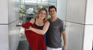 Fernanda Gentil com Gabriel nos braços e o marido, Matheus Braga.