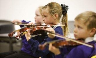 Children-playing-musical-001